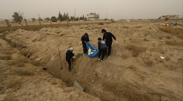 Suriyenin Rakka kentinde hala toplu mezarlar bulunuyor