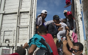 Hondurastan ABDye doğru yola çıkan göçmen kafilesi