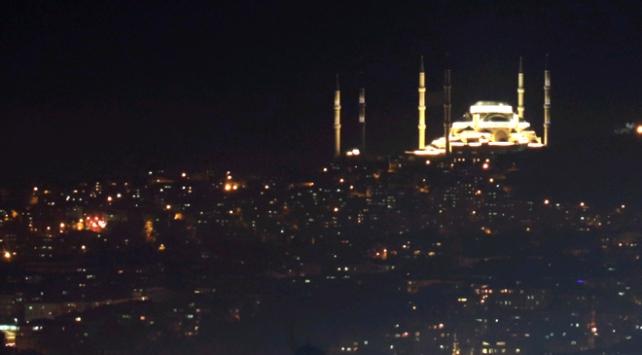 Çamlıca Camii üç boyutlu aydınlatma sistemi ile aydınlatıldı