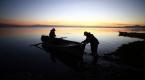 Balıkçı çiftlerin zorlu hayat mücadelesi