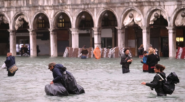 İtalya sular altında kaldı: Ölü sayısı 18e yükseldi