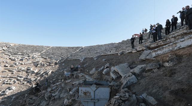 2 bin 200 yıllık antik tiyatro ayağa kaldırılıyor