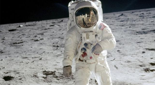Neil Armstrongun eşyaları 7,4 milyon dolara satıldı