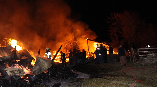 Kastamonuda yangın: 3 ev kullanılamaz hale geldi