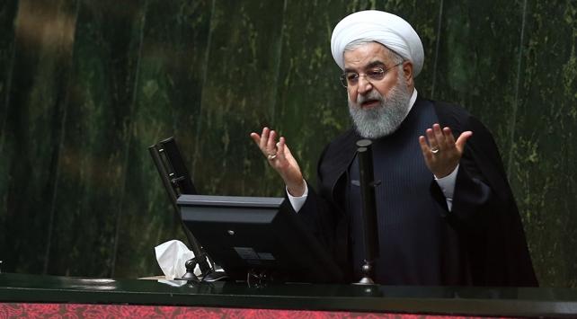 Ruhani: Ambargoyu tanımıyoruz, petrol satmayı sürdüreceğiz