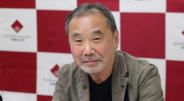 Japon yazar Murakami arşivini üniversiteye bağışladı