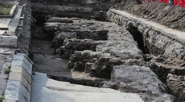 Üsküdarda kanal çalışması sırasında tarihi kalıntılar bulundu