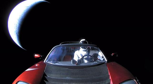Starman ve Roadster ikilisi Marsın derinliklerini keşfediyor