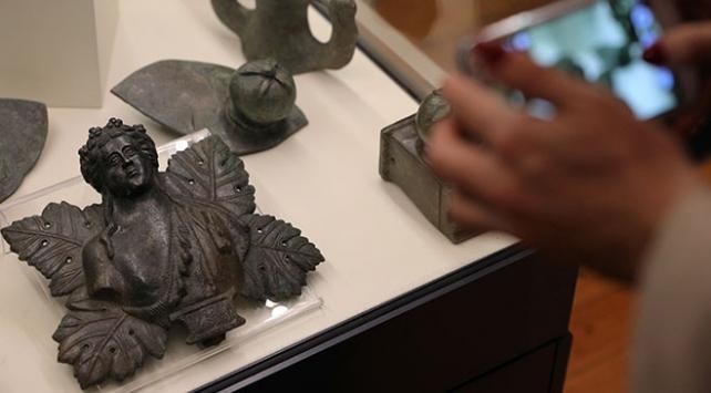 Bulgaristanda karaborsadan kurtarılan tarihi eserler sergileniyor
