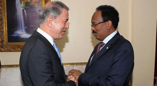 Milli Savunma Bakanı Akar, Somali Cumhurbaşkanı Farmacu ile görüştü