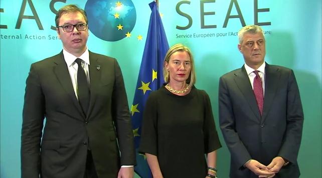 Kosova ve Sırbistan liderleri Brükselde bir araya geldi