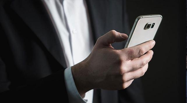 Yurt dışından getirilen telefonların kullanım harcı artırıldı