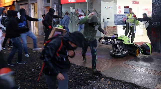 Kolombiyada protesto gösterileri şiddete dönüştü