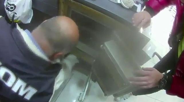 İstanbulda kaçak ürün satıcılarına operasyon: 65 bin ürüne el konuldu