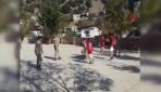 Jandarma, öğrencilerle basketbol oynadı