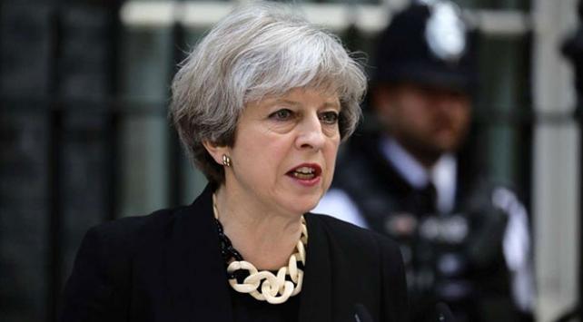 İngiltere Başbakanı Theresa Mayin konvoyu kazaya karıştı