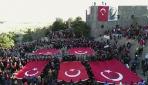 """93 Harbinin yıl dönümünde binlerce insan """"ecdada saygı"""" için yürüdü"""