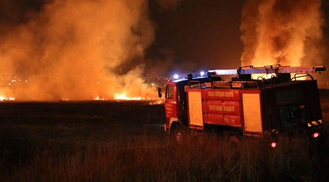 Mogan Gölü kıyısında sazlık yangını