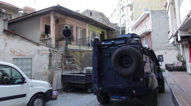 İzmirde terör örgütünün hücre evine operasyon