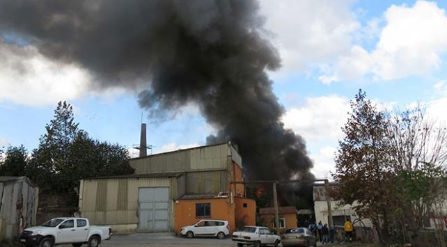Kartalda fabrika yangını