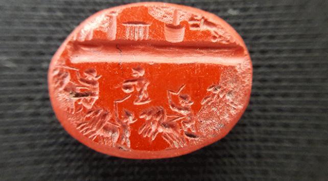 Antalyada Roma dönemine ait bin 800 yıllık yüzük taşı bulundu