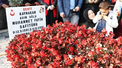 Şehit Kaymakam Muhammed Fatih Safitürk mezarı başında anıldı