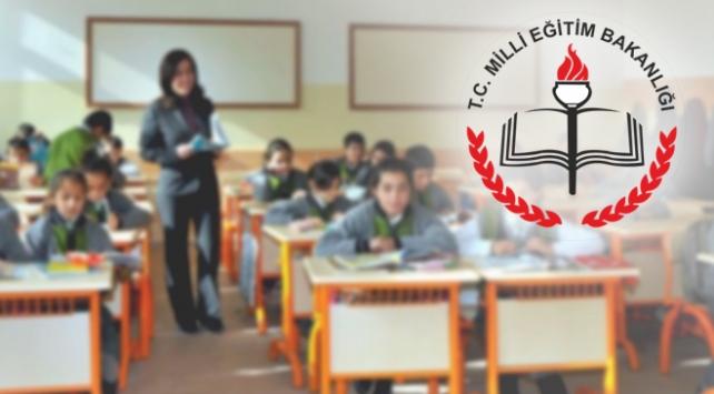 Türkiye genelinde okullara bağlama ve piyano dağıtımı