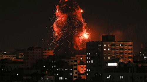 İsrail savaş uçakları Gazzede bir apartman ve oteli hedef aldı
