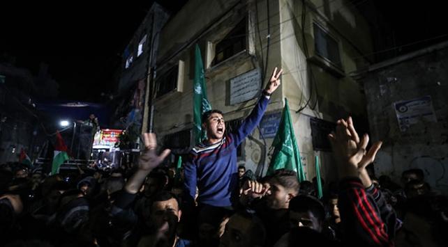Gazzede ateşkes sonrası yüzlerce kişi sokaklara döküldü