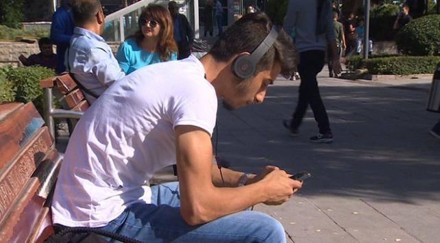 Uzmanlara göre sosyal medya depresyona sürüklüyor
