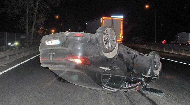 Kaza yapan sürücü otomobilini terk etti