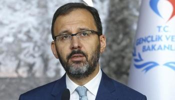 Bakan Kasapoğlundan şampiyon güreşçi Cengiz Arslana tebrik