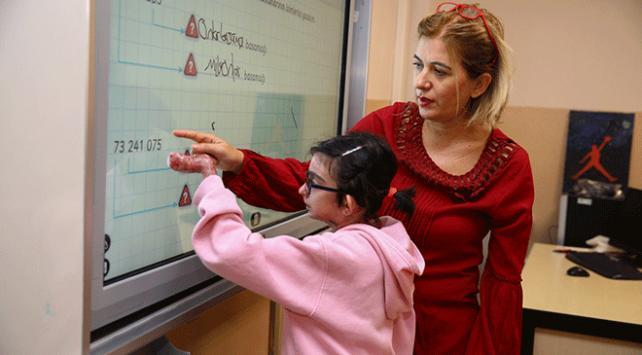 Kelebek hastası küçük Elfidanın okul özlemi sona erdi