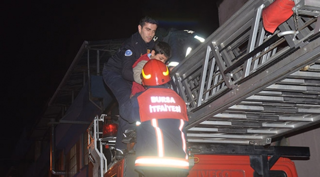 Bursa'da korkutan yangın: Mahsur kalan 5 çocuk kurtarıldı