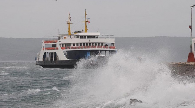 Kuzey Ege'de bazı feribot seferleri iptal edildi