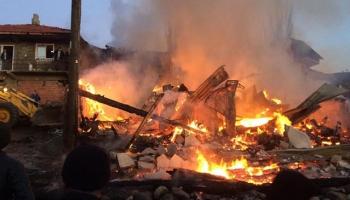 Çorumda köyde çıkan yangında 5 ev kullanılamaz hale geldi