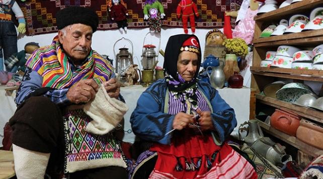 Evlerinde sergiledikleri eşyalarla Yörük kültürünü tanıtıyorlar