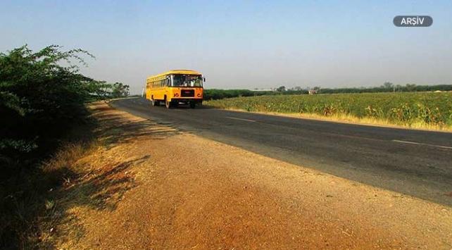 Hindistanda otobüs uçuruma yuvarlandı: 12 kişi hayatını kaybetti