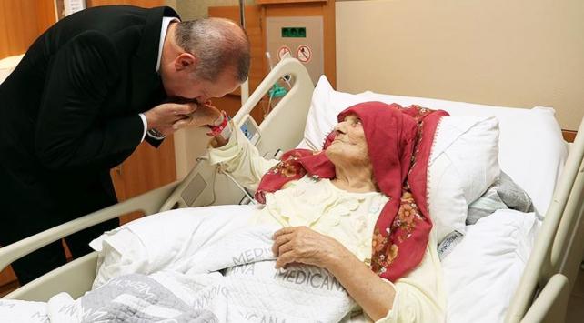 Cumhurbaşkanı Erdoğandan 100 yaşındaki Nazmiye Balcıya ziyaret