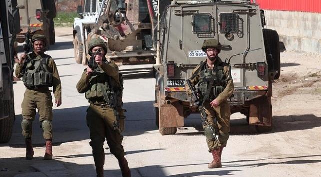 İsrail askerleri Ramallahta bir Filistinliyi yaraladı