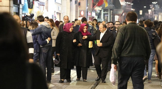 Bakan Varank ve Selçuk İstiklal Caddesinde