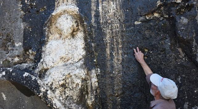 Adıyamanda Roma dönemine ait kaya mezar bulundu