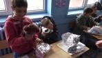 Minik öğrenciler köy okulundaki arkadaşları için oyuncak topladı