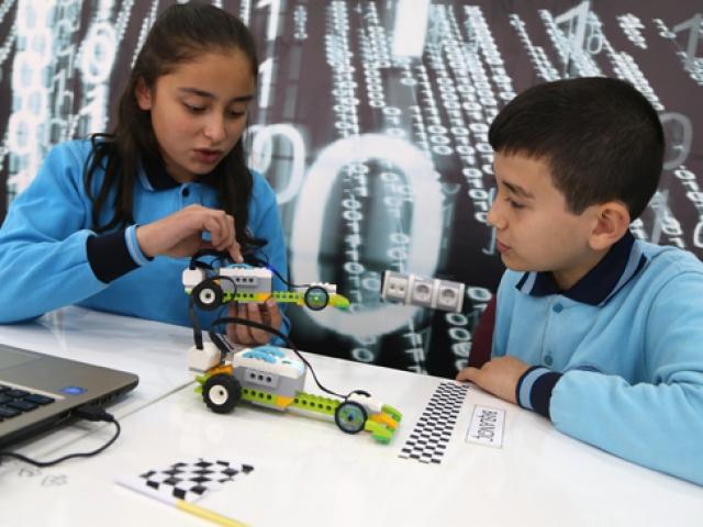 Köy okulunda robotik kodlama öğrenecekler