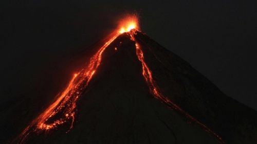 Guatemalada Fuego Yanardağı faaliyete geçti