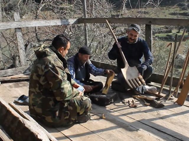 Kahramanmaraşlı aile 3 kuşaktır tahtadan aletler üretiyor