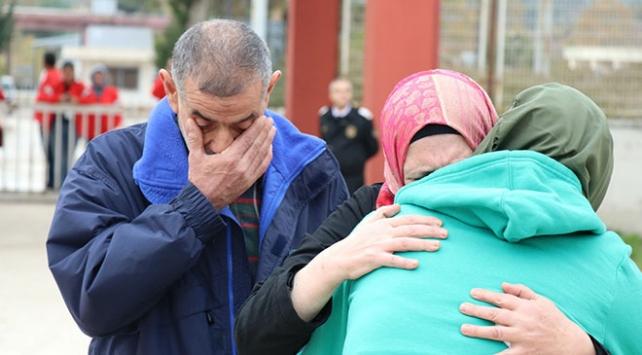 Suriyeli kızın ailesiyle sınırda buluşması duygulandırdı