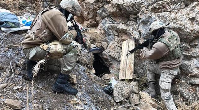 Vanda PKKya ait 2 barınak ve malzemeler ele geçirildi