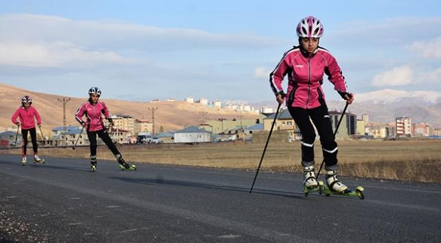 Hakkaride 4 genç kızın kayaklı koşuda hedefi altın madalya