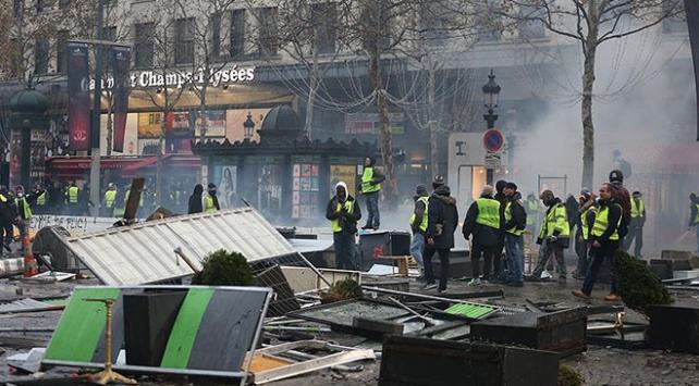 Fransada akaryakıt zammı protestoları sürüyor